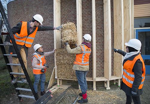 Renovatie met stro - sporthal de Roomly